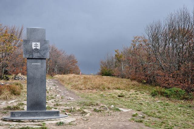 Styk_trzech_granic,_obelisk_na_Krzemieńcu